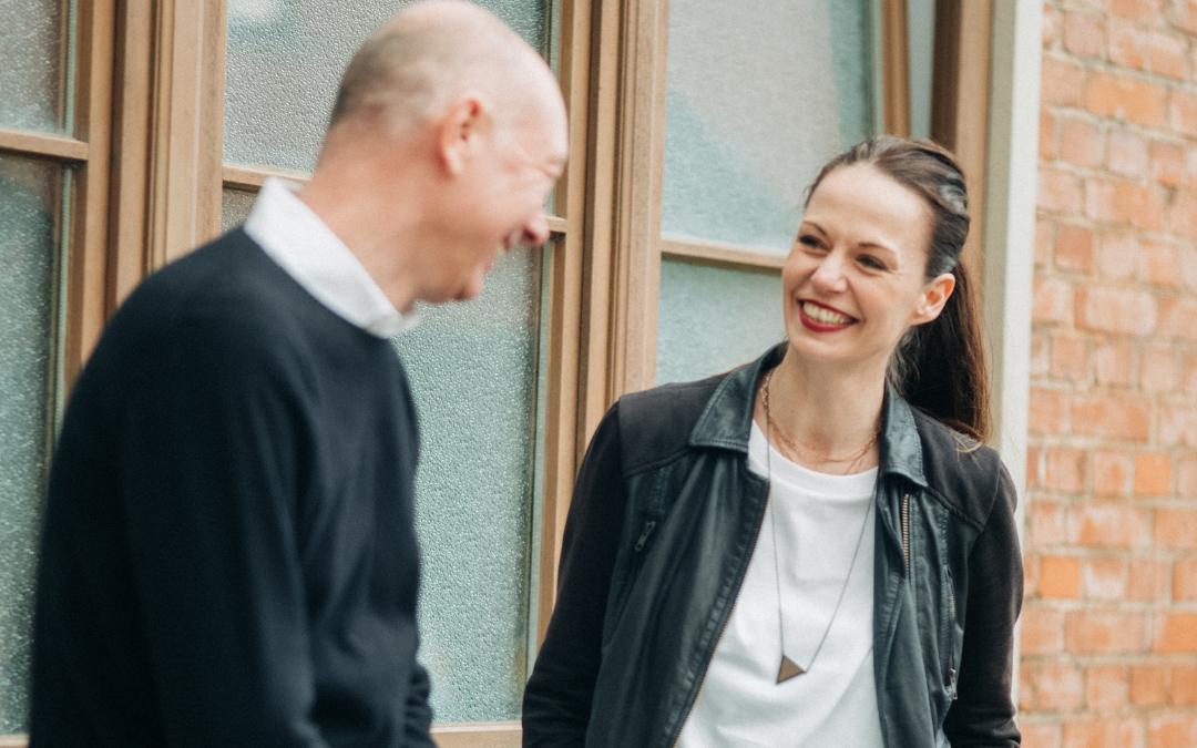 Ralf und Nadine lachen
